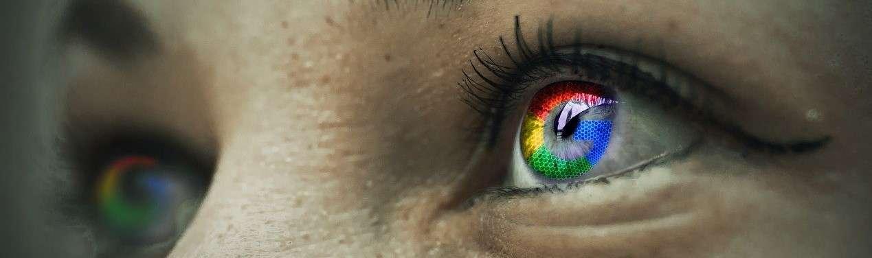 oči zbarvené v barvách internetového vyhledávače Google
